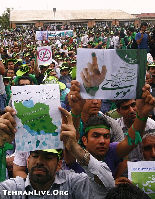 mousavi_supporters_rally_heidarnia_stadium_29.jpg