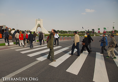 azadi_tower_tourists_1